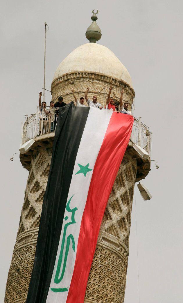 La partie supérieure du minaret, photographiée lors d'une manifestation en avril