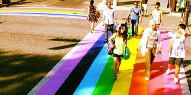 Les passages piétons aux couleurs du drapeau LGBT, une mode qui se répand aux États-Unis
