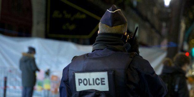 Les deux suspects sont soupçonnés d'avoir joué un rôle dans la fourniture des armes aux terroristes (photo...