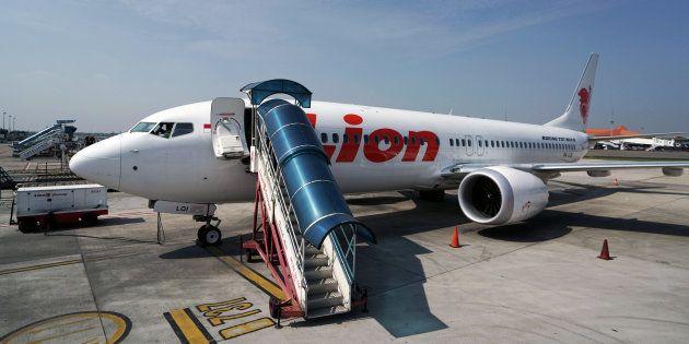 Un Boeing 737 MAX 8 de Lion Air sur le tarmac de l'aéroport international Soekarno-Hatta de Cenkareng,...