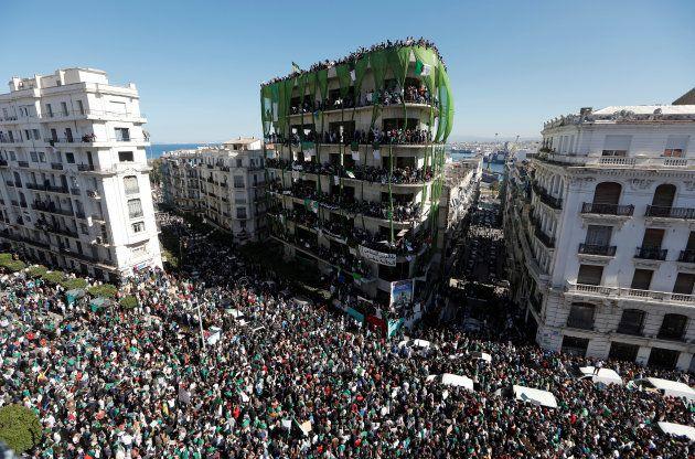 En Algérie, le retrait de Bouteflika de la présidentielle n'a rien changé à la