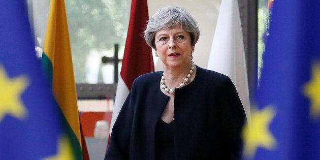 May promet que les citoyens européens pourront rester au Royaume-Uni après le