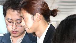 '불법촬영 및 유포 혐의' 정준영이 법원에 출석하며 읽은