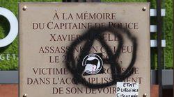 Sur l'avenue des Champs-Élysées, la plaque commémorative dédiée au policier Xavier Jugelé