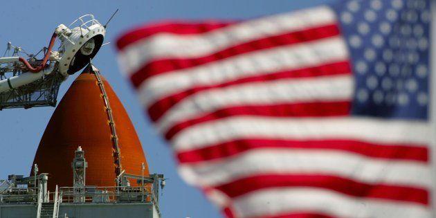 La navette spatiale américaine Discovery prête au lancement, en
