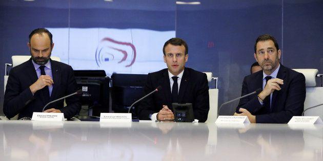 Emmanuel Macron préside une réunion de crise avec Edouard Philippe et Christophe Castaner le 16 mars...