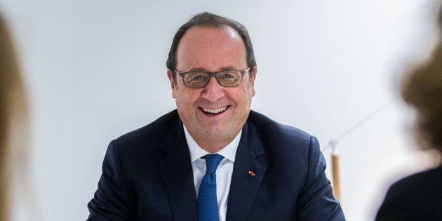 François Hollande dans les locaux de la fondation qu'il préside, La France s'engage, le 2 octobre