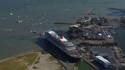 La longue et délicate manœuvre du Queen Mary 2 pour entrer dans le port de