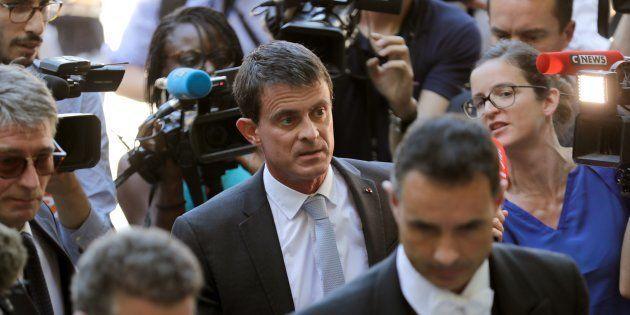 En rupture avec le PS mais toujours pas adopté par En Marche, Manuel Valls tente d'agréger le centre-gauche...