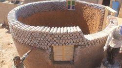 Ce réfugié construit des maisons à partir de bouteilles en