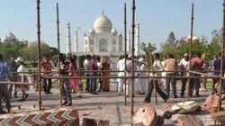 Cette violente tempête a fait s'effondrer deux piliers de l'entrée du Taj