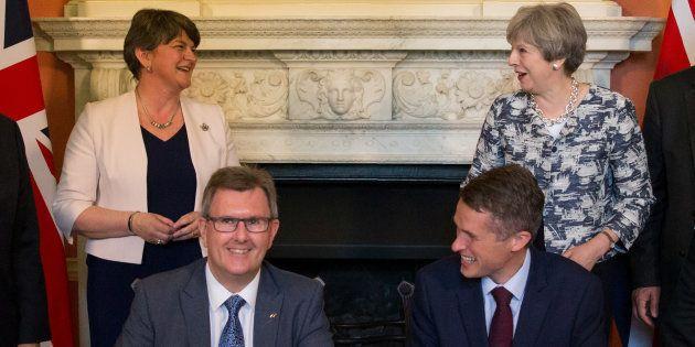 La signature de l'accord à Londres le 26 juin