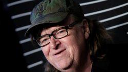 Michael Moore soutient une pièce de théâtre qui met en scène l'assassinat de Donald