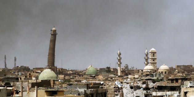 LamosquéeAl-Nouriet le minaret penché Al-Hadba, dans la vieille ville de Mossoul, le 24