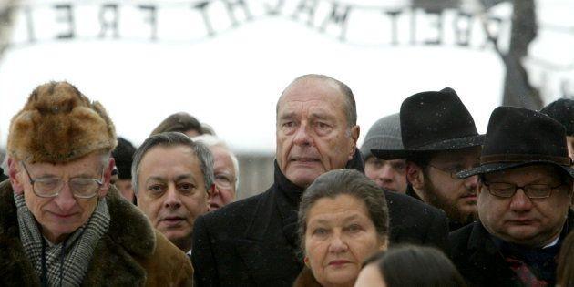 Simone Veil et l'ancien Président Jaques Chirac à Auschwitz, le 27 janvier 2005, lors du 60ème anniversaire...