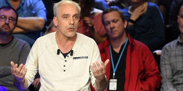 Philippe Poutou lors d'un débat de l'entre-deux-tours à La Plaine Saint-Denis, près de Paris, le 4