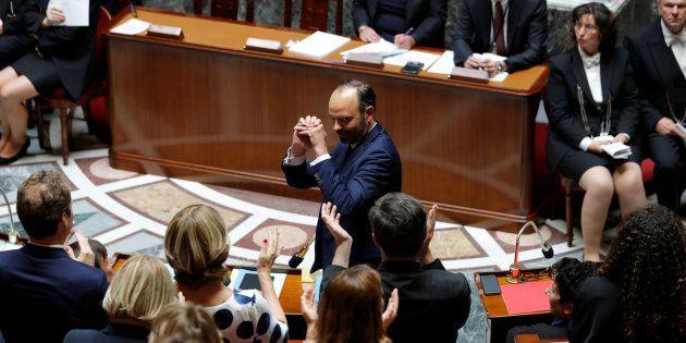 Le Premier ministre Edouard Philippe applaudi lors de son discours de politique générale à l'Assemblée...