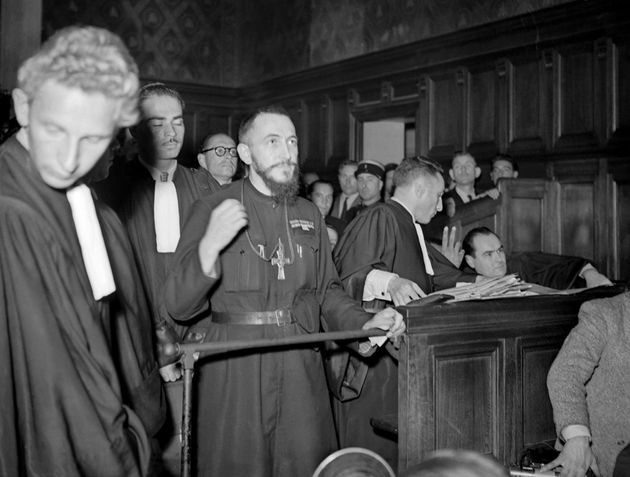 L'Abbé Pierre, député de Meurthe-et-Moselle, se signe le 4 octobre 1949 à