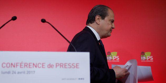 L'ancien Premier secrétaire du Parti Socialiste Jean-Christophe Cambadélis quitte une conférence de presse...