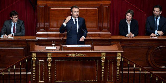 Derrière l'imposture au pouvoir et en même temps le spectacle, Macron prépare la mise au pas des
