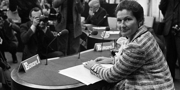 Simone Veil, ministre de la Santé, avant l'émission du