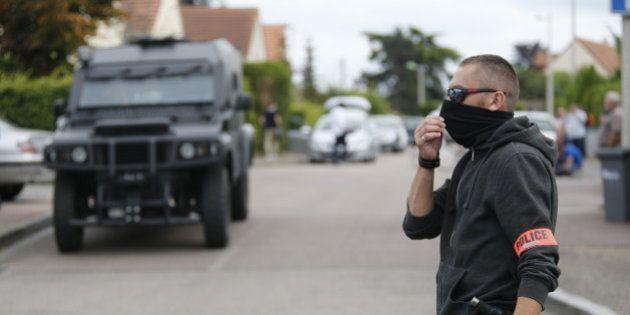 Saint-Étienne-du Rouvray: Un homme chez qui a été retrouvée la vidéo d'un des tueurs mis en
