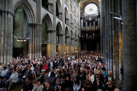 Des musulmans dans les églises, la réponse des communautés religieuses aux