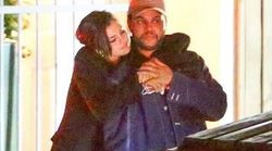 Selena Gomez et The Weeknd s'embrassent en