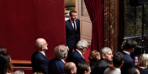 Le Président Emmanuel Macron arrive dans la salle du Congrès de Versailles, devant les députés et sénateurs,...