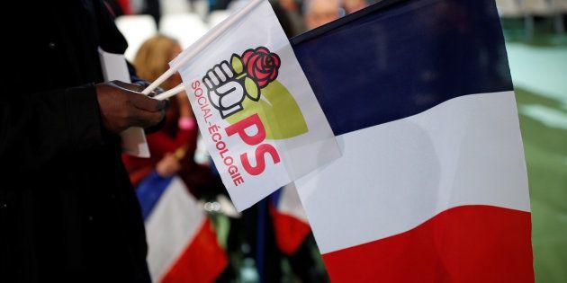Le logo du Parti socialiste durant la convention de la Belle Alliance Populaire, à Paris, le 3 décembre
