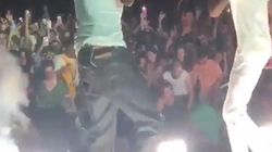 Les images impressionnantes d'un accident au concert de Snoop Dogg et Wiz