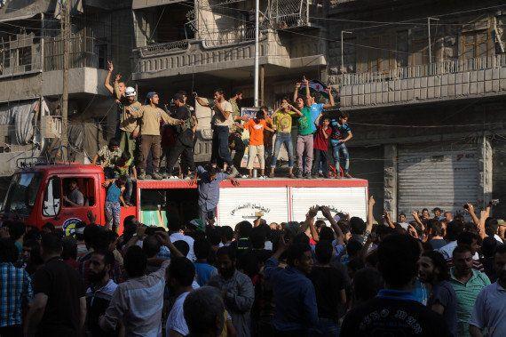 Les rebelles renversent la situation à Alep en Syrie en brisant le siège de leurs