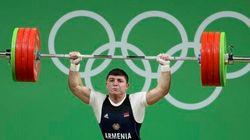 La blessure de cet haltérophile arménien est