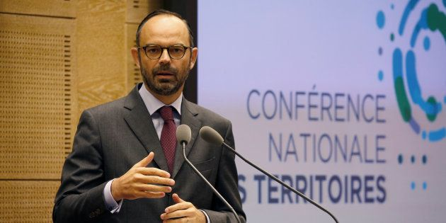 Conférence des territoires: Liberté, visibilité, stabilité, la câlinothérapie d'Édouard Philippe avant...