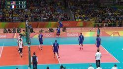 Ce magnifique point n'a pas empêché les volleyeurs français de s'incliner face aux