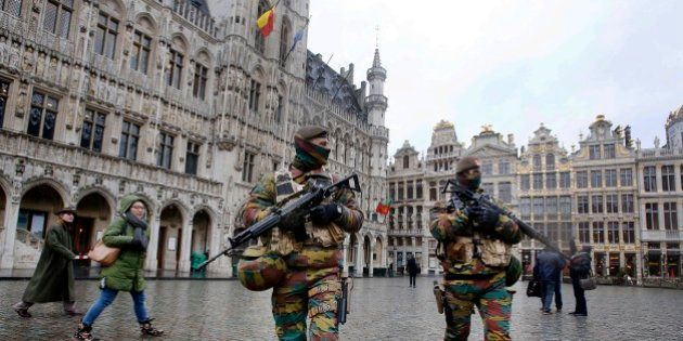 Des policiers sur la Grand Place de Bruxelles, le 24 novembre 2015 (photo