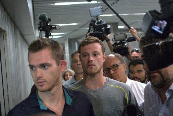 Interpellation de nageurs américains à Rio après leur témoignage d'une agression à main armée pendant...