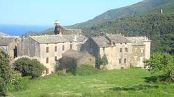 Sisco, petit village de gauche, sans burkini ni