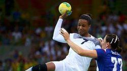 Médaille d'argent pour les handballeuses françaises après leur défaite en