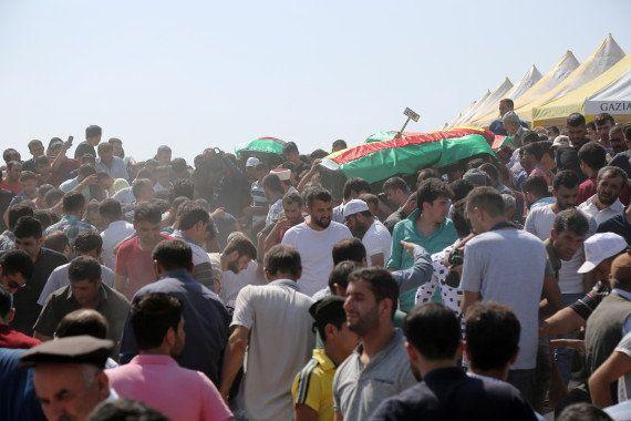 Le kamikaze de l'attentat qui a fait 51 morts lors d'un mariage en Turquie était un adolescent selon