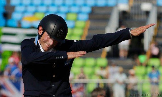 Le cavalier suédois Peder Fredricson a fait un dab pour célébrer sa médaille aux Jeux Olympiques de
