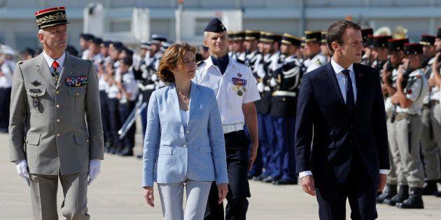Emmanuel Macron à Istres pour rassurer les militaires, avec son nouveau chef d'état-major des