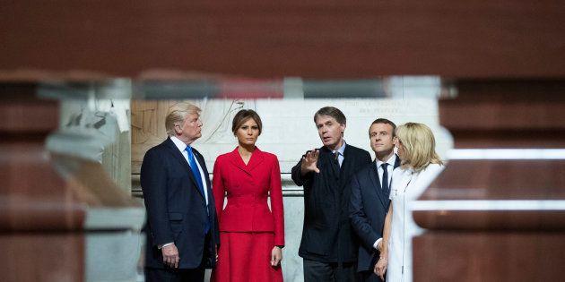 Donald Trump et son épouse lors de leur visite du tombeau de Napoléon aux
