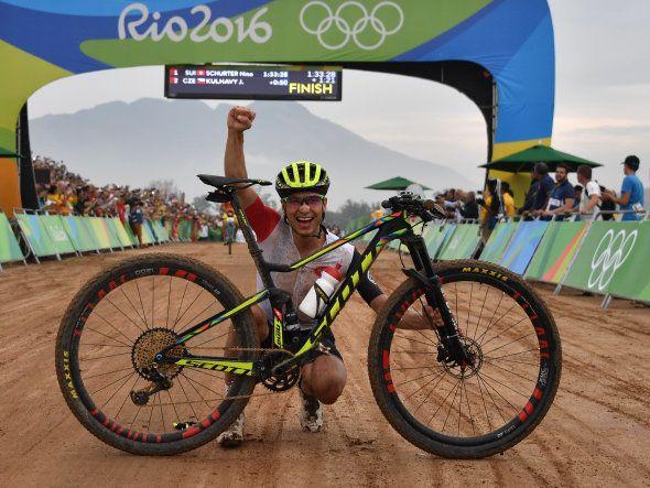 Le Suisse Nino Schurter vainqueur de la course de VTT des Jeux de