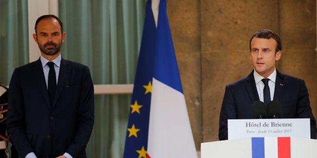 La popularité d'Emmanuel Macron et Édouard Philippe chute brutalement en juillet, selon un