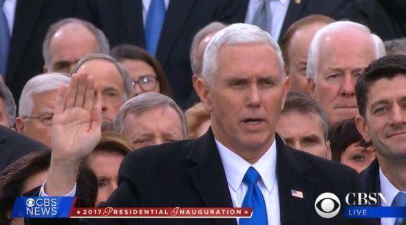 Mike Pence prête serment, le 19