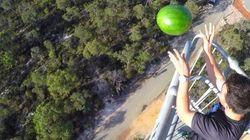 Ils ont trouvé comment jeter une pastèque de 45m de haut sans qu'elle