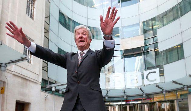 Tony Hall tente de désamorcer le scandale autour des écarts de salaires hommes femmes à la BBC REUTERS/Andrew Winning (BRITAIN - Tags: ENTERTAINMENT MEDIA SOCIETY)