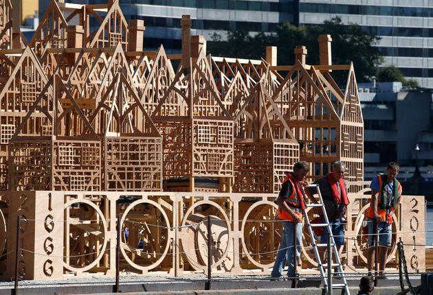 Cette sculpture a demandé des mois de travail à Londres pour être brûlée en quelques