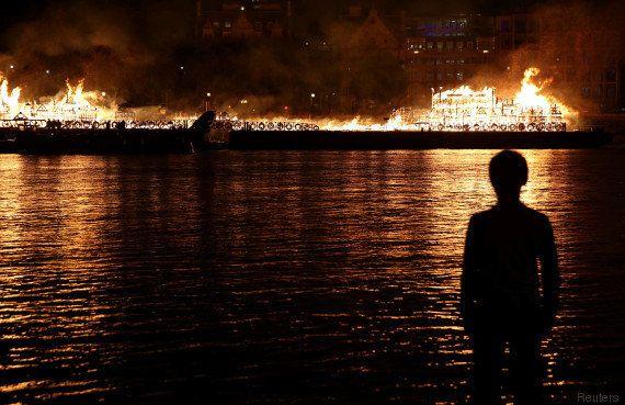 La Tamise en feu pour commémorer le 350e anniversaire du grand incendie de